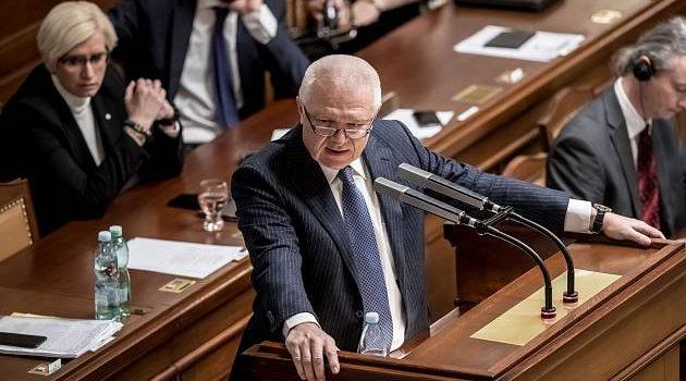 """Faltýnek se snažil ve Sněmovně vysvětlit podivné schůzky. """"Pohádky ovčí babičky,"""" říká opozice"""