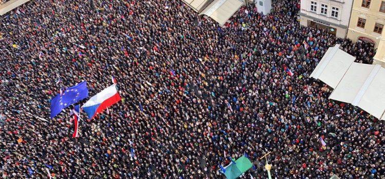 Lidé v pondělí potřetí demonstrovali proti ministryni spravedlnosti Benešové