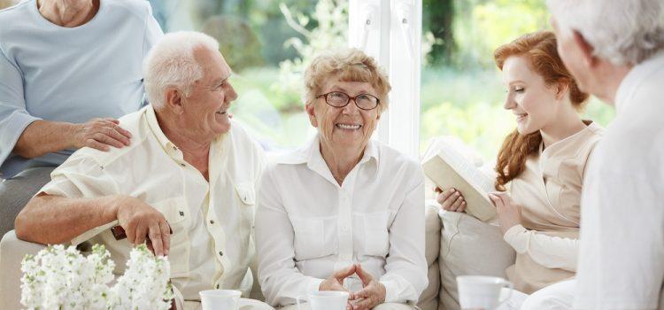 Důchody příští rok vzrostou o 900 korun měsíčně, poslanci schválili vládní novelu