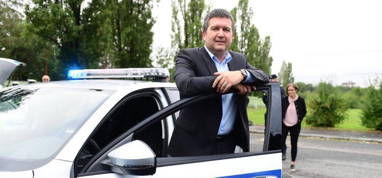 Ministr vnitra Hamáček by chtěl zavést povinný občanský průkaz pro děti už od šesti let