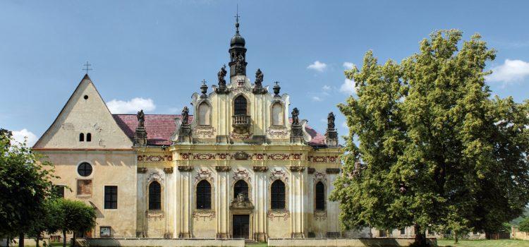 Ústavní soud vyhověl Senátu a zrušil zdanění církevních restitucí