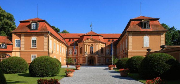 Ministerstvo zahraničí počtvrté odvolalo ředitele zámku Štiřín Václava Hrubého