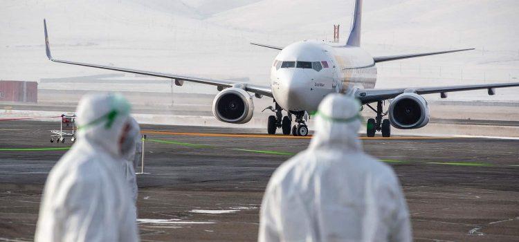Vláda schválila kvůli epidemii koronaviru zákaz přímých letů mezi Čínou a Českem
