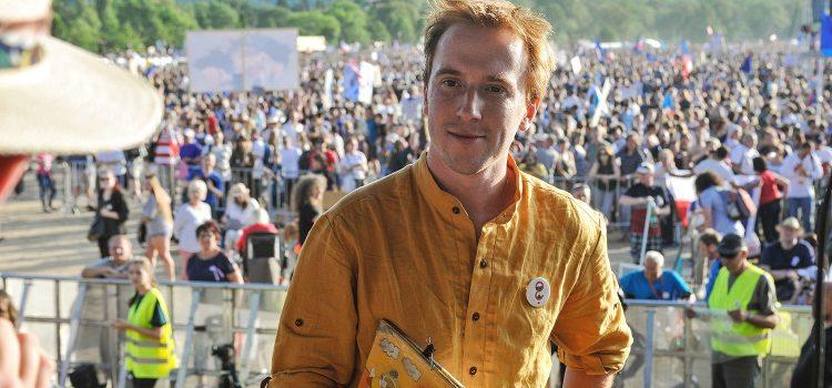 Milion chvilek vyhrožuje demonstrací, pokud bude ombudsmanem zvolen Křeček