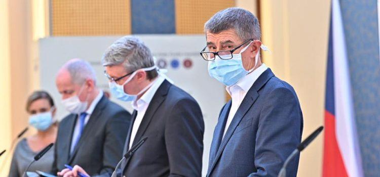 Vláda vydala zákaz vycházení bez ochrany obličeje, dvě hodiny denně nakoupí jen senioři