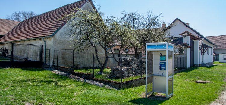 Veřejné telefonní budky příští rok skončí, stát je přestal dotovat
