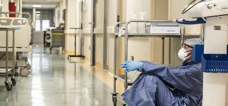 Stát chce odměnit zdravotníky za dobu koronaviru, někteří dostanou až 40 tisíc