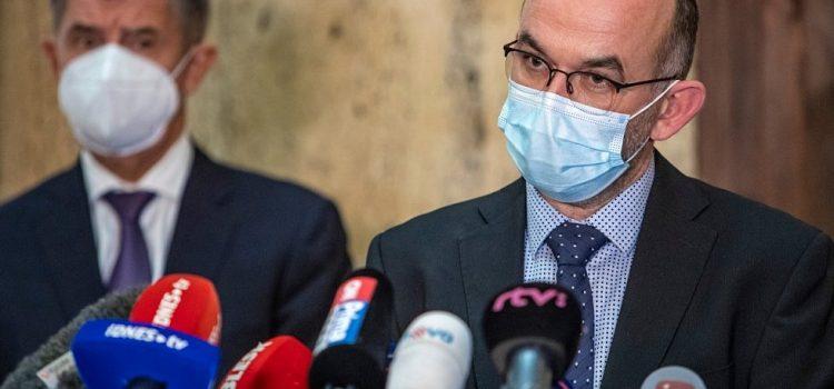 Kvůli protekci rodinných příslušníků při očkování skončil šéf Státního zdravotního ústavu