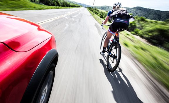 Nová pravidla předjíždění: Auta by měla objíždět cyklisty ve vzdálenosti alespoň 1,5 metru