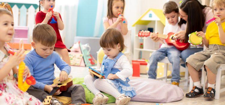 Babiš chce navrhnout, aby se mateřské školy otevíraly po jednotlivých okresech