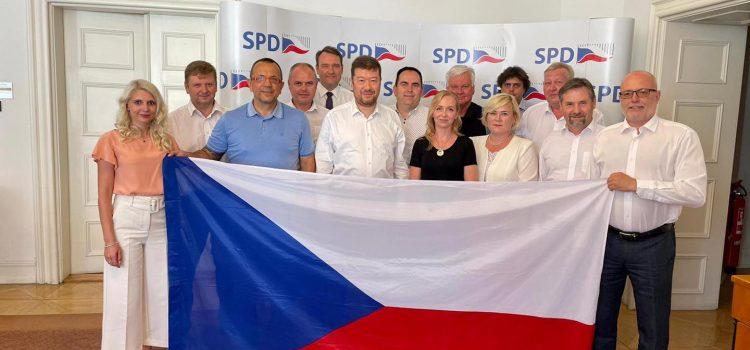 SPD zahájila předvolební kampaň, chystá volební kamion i petici za zachování koruny